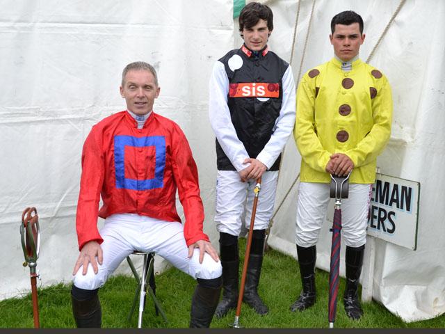 seat sticks horse racing