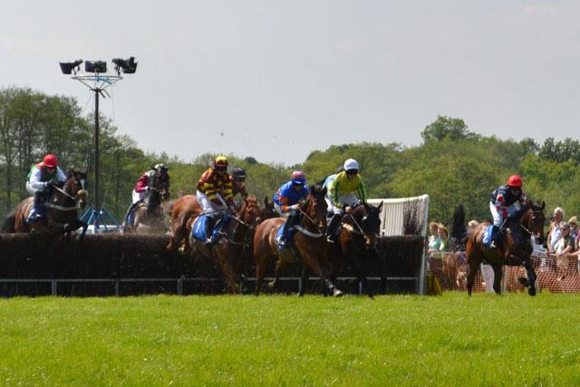 knutsford_races_jump